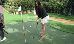 Ким Кардашиан: каблуки не мешают игре в гольф