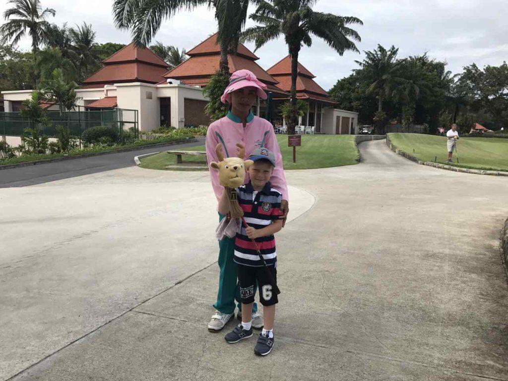 Сегодня Ромчик проявил желание пройти несколько лунок в поле. Мы забронировали для Ромчика 9 лунок, гольф-кар и самую симпатичную кедди (smiley) Я не пошла с ним в поле, потому что в моем присутствии сыну сложнее сосредоточиться. А вот когда Ромчик с тренером, то настроен на игру более серьезно.