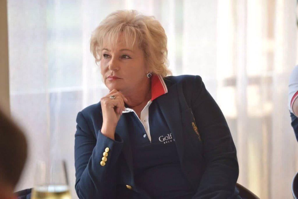 Лариса Непочатова