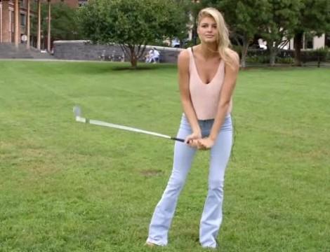 Экс-возлюбленая Ди Каприо показала свои навыки игры в гольф